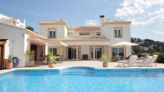 How to Build Your Own Costa Blanca Style Swimming Pool